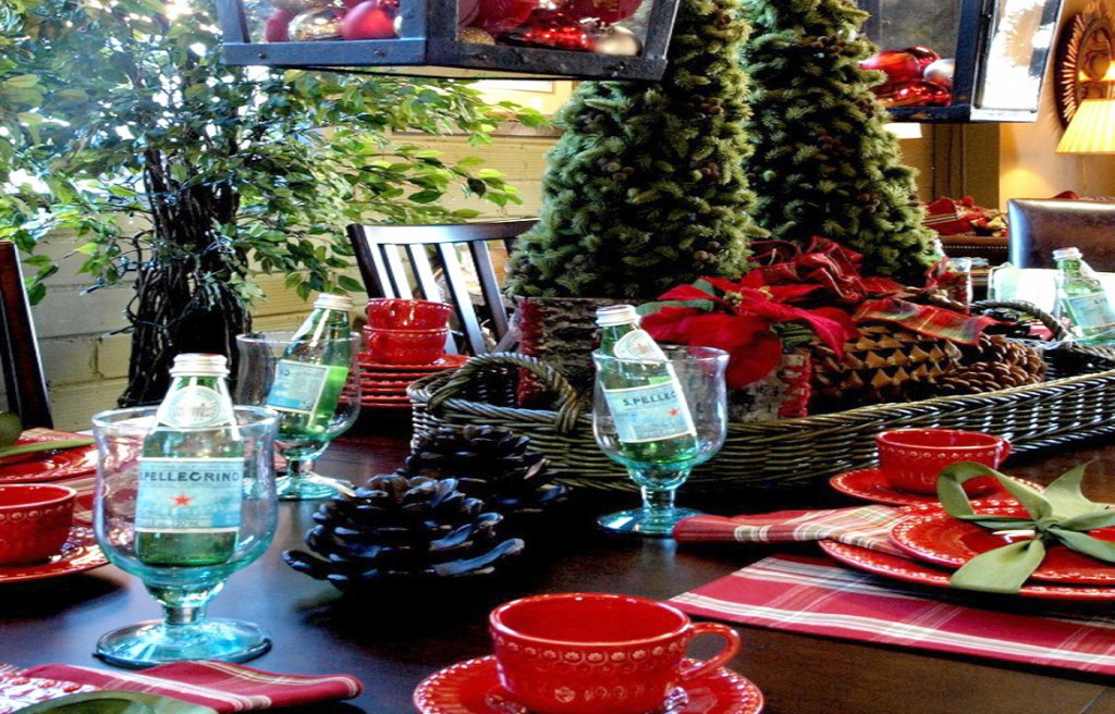 Traditional Green and Red Holiday Tablescape